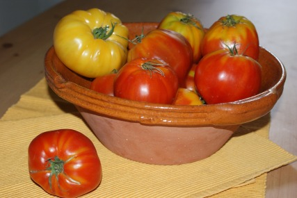 heirloom-tomatoes-1495375_1920.jpg
