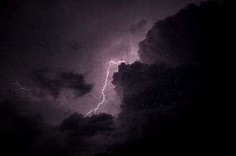 storm-2350767_640